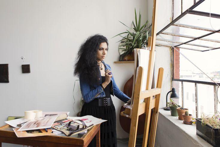 Esta imagen tiene un atributo ALT vacío; su nombre de archivo es muslimgirl-artist-sketching-in-beautiful-studio-loft-687135384-5a9586c71d64040037bc3dc6.jpg